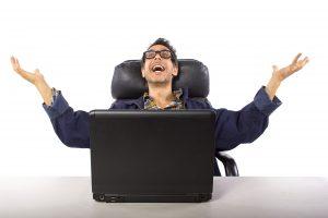 Tešiaci sa muž za PC